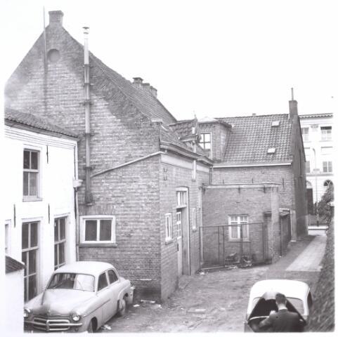 015088 - Achterzijde van het pand Bisschop Zwijsenstraat 10a. Het pand is gesloopt in verband met de sanering van de wijk Koningswei en verbreding van de Paleisring
