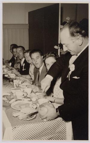 041292 - Jubileum. Viering van het 75-jarig bestaan van de R.K. Schilderspatroonvereniging Kunst en Vooruitgang in de Looiersbeurs aan de Heuvel op 10 oktober 1955.