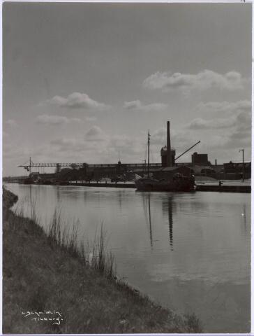 019012 - Loswal aan de Goirkekanaaldijk nabij het Lijnsheike omstreeks 1951. Op de achtergrond, bij de schoorsteen, de NCB