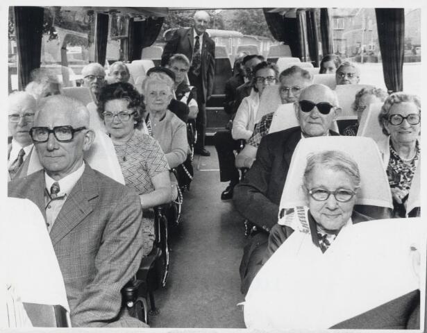 88810 - Uitstapje bejaarden Wagenberg