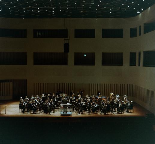 1237_010_695_006 - Harmonie Tilburg in concertzaal.