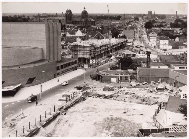 035817 - Panoramafoto. Stadhuisplein; afbraak Zomerstraat en omgeving t.b.v. aanleg Schouwburgring. Op de achtergrond links de Sint-Anna Kerk en rechts de watertoren aan de Bredaseweg.