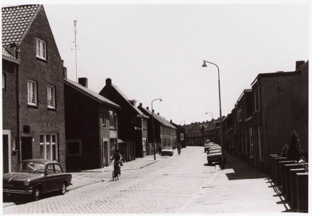 033454 - Straatbeeld Tongerlose Hoefstraat juni 1976