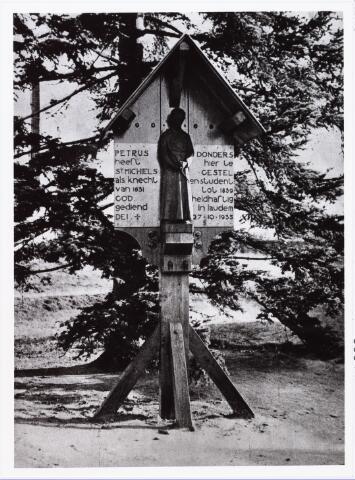 006814 - Beeldje te St. Michielsgestel ter gedachtenis aan Peerke Donders.