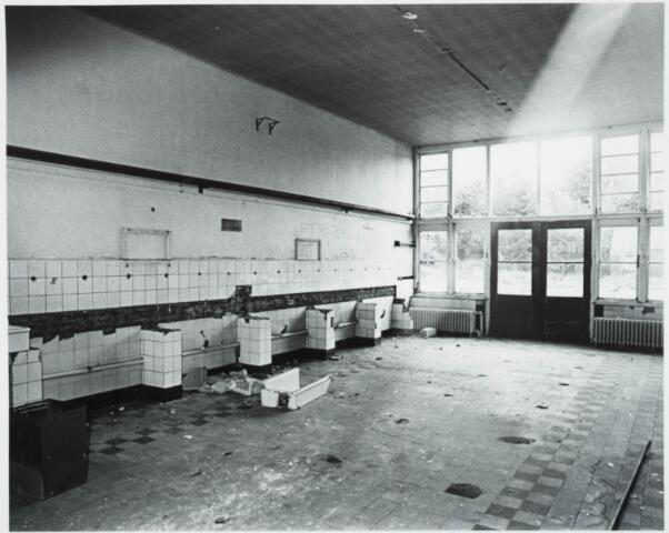 025368 - Interieur van het St. Josephgasthuis aan de Lange Nieuwstraat tijdens de sloop in 1977