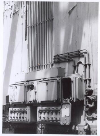 020121 - Electriciteitskast in de kerk van het Heilig Hart, parochie Noordhoek, tijdens de sloop in 1975