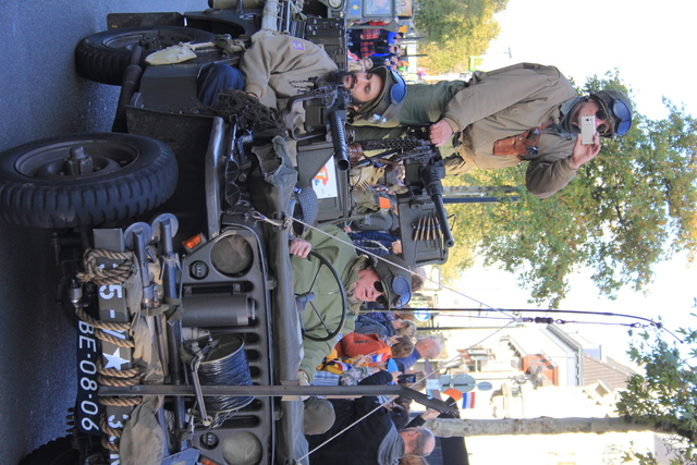 658406 - Tilburg 75 jaar bevrijd. Een optocht met militaire voertuigen en taptoe door de Tilburgse binnenstad op 27 oktober 2019.
