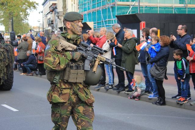 658378 - Tilburg 75 jaar bevrijd. Een optocht met militaire voertuigen en taptoe door de Tilburgse binnenstad op 27 oktober 2019.