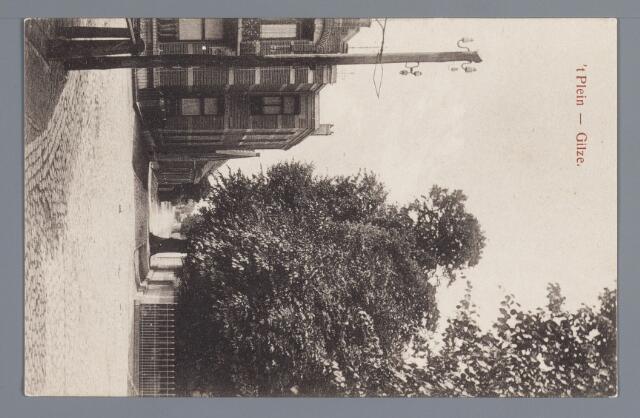 057955 - Gilze, Gezicht in de Ridderstraat  met de woning van Hoevenaars op de hoek gebouwd in 1910 erachter de winkel van Simons.