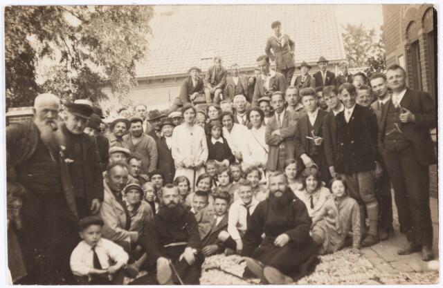 008843 - Processie Tilburg-Kevelaer, Bergen a/d Maas 14 augustus 1929.