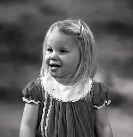 654742 - Portret van een klein meisje.