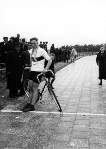105610 - Ronde van de Warande. Wielerwedstrijd. Sport. Wielrennen. Publiek en renner