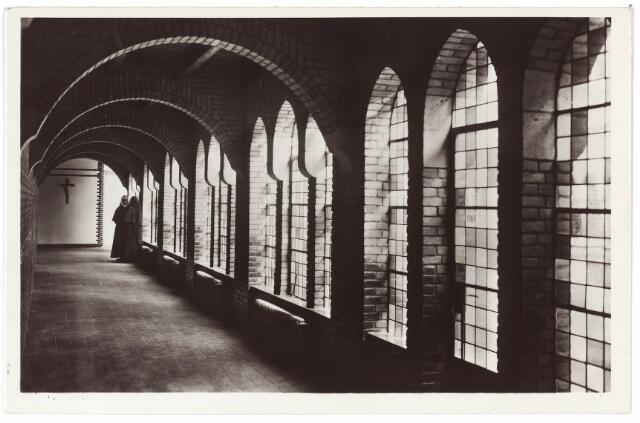 001416 - Gang in het klooster van O.L.V. van het Cenakel aan de Koningshoeven, nu Kempenbaan.