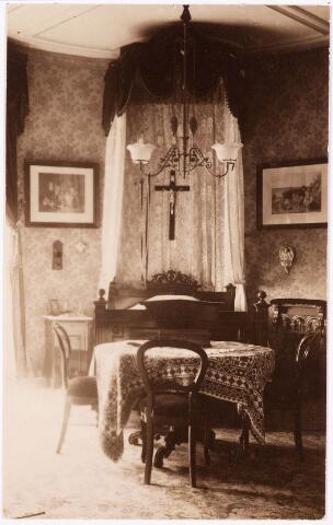 033292 - Slaapkamer met hemelbed in villa Tivoli van de fam. Swagemakers-de Horion- de Corby.