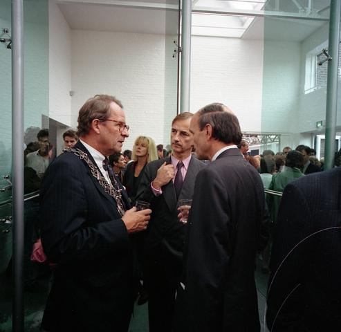 D18_2-cc38-008 - Opening museum De Pont. Links burgemeester Brokx en rechts dhr Houben, Commissaris van de Koningin