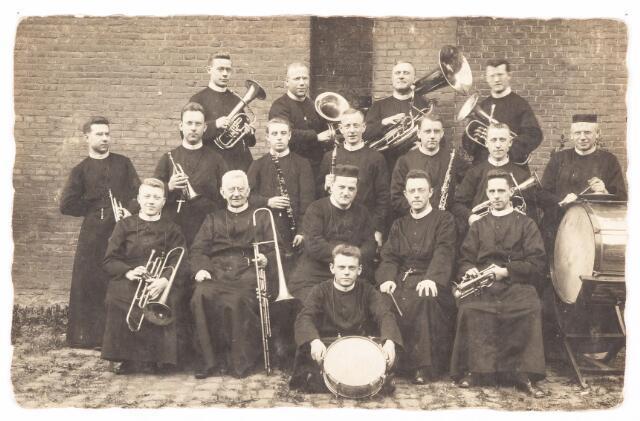 052585 - Muziekleven. Harmonie van de fraters van Tilburg