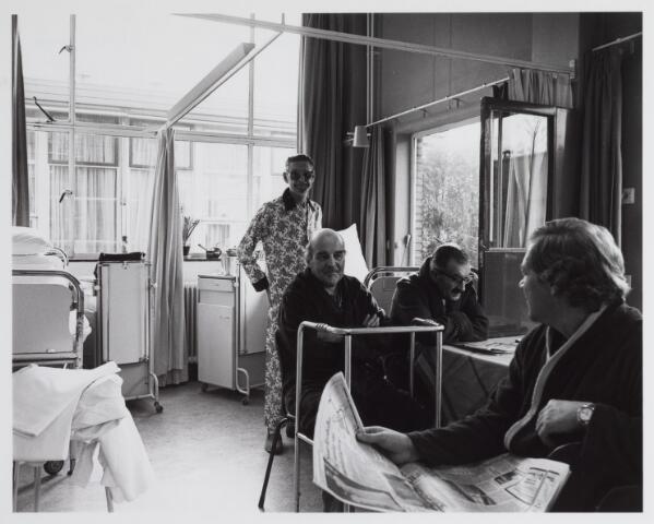 041781 - elisabethziekenhuis. Gezondheidszorg. Ziekenhuizen. Patiëntenzalen in het St. Elisabethziekenhuis. Hier een van de paviljoens, het St. Joseph paviljoen
