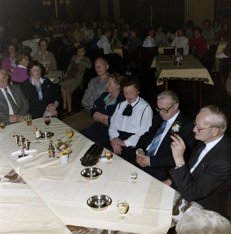 1237_012_976_005 - Zorg. Feestelijke bijeenkomst in de Postelse Hoeve van de Tilburgse Kruisvereniging in april 1985.