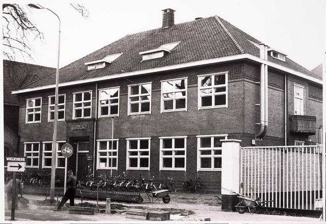 033320 - Hoger onderwijs. Een van de gebouwen van de R.K. Leergangen aan de Tivolistraat 3.
