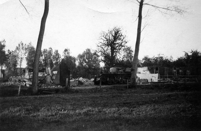 830037 - WO2: WOII; Tweede Wereldoorlog. Oorlogsjaren. 'Vernielde boerderij te Diessen.