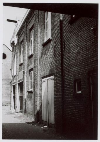 019478 - Binnenplaats van het complex van de firma Simon de Cock aan de Goirkestraat