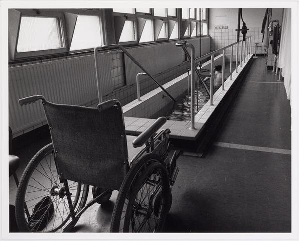 041848 - Elisabethziekenhuis. Gezondheidszorg. Ziekenhuizen. Loopbad in de revalidatie van het St. Elisabethziekenhuis.