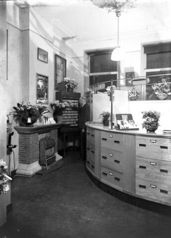 650542 - Schmidlin. Het interieur van reisbureau Wassing aan de Willem II-straat, maart 1947.