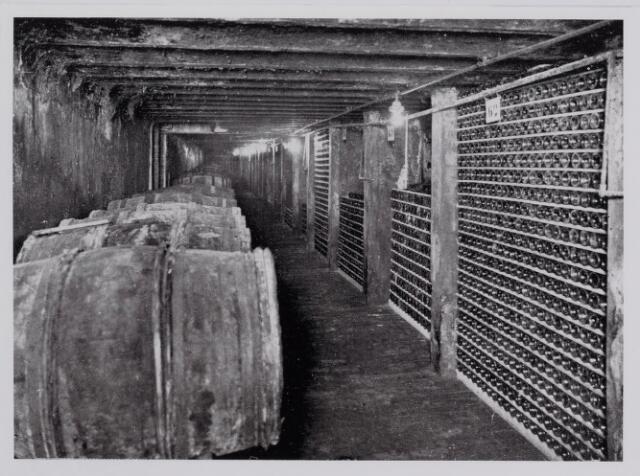 040327 - Een van de kelders van wijnhandel Andre Kerstens.