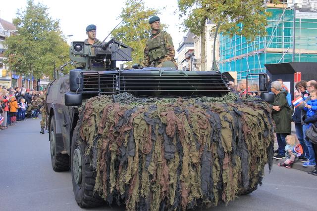 658379 - Tilburg 75 jaar bevrijd. Een optocht met militaire voertuigen en taptoe door de Tilburgse binnenstad op 27 oktober 2019.