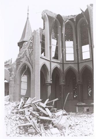 020127 - Sloop van de kerk van het Heilig Hart, parochie Noordhoek, in 1975. De kerk werd gebouwd in 1897/1898 naar een ontwerp van dr. P.J.H. Cuypers