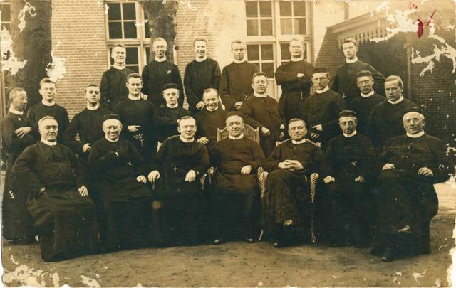 653098 - Groepsfoto convent, Heuvel.
