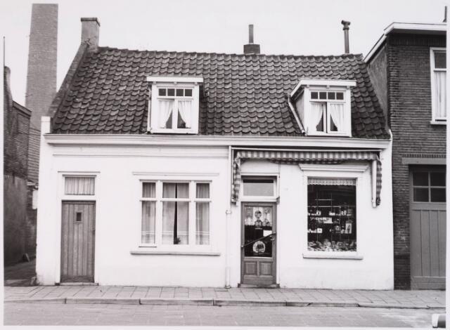 028785 - Piusstraat. Bakkers- en levensmiddelenwinkel  Jan Vesters.