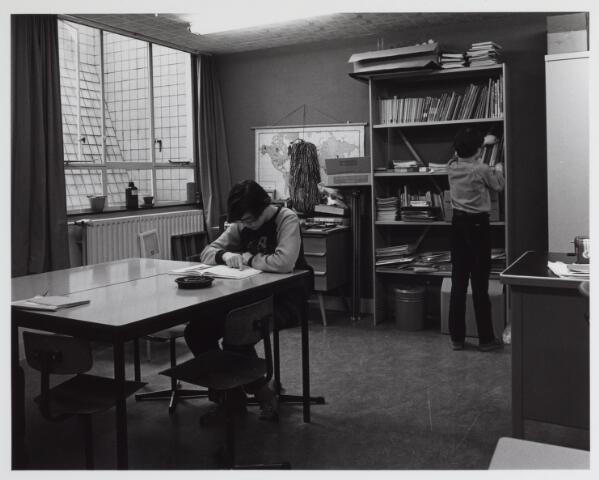 041817 - Elisabethziekenhuis. Gezondheidszorg. Ziekenhuizen. Onderwijs in de kinderafdeling van het St. Elisabethziekenhuis.