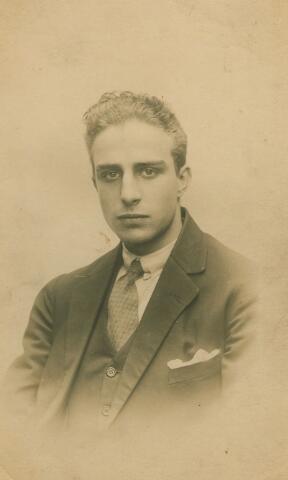 066122 - Adrianus Henricus Cornelius Vorselaars, geboren te Tilburg op 18 augustus 1907 en aldaar overleden op 24 april 1928.