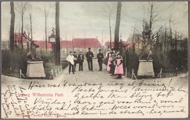 010385 - De herten bij de ingang van het Wilhelminapark. Op de achtergrond de noordzijde.