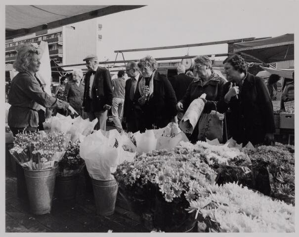040647 - Markt op het Koningsplein (1979)