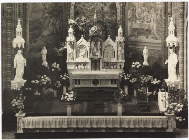 009691 - hoogaltaar van de voormalige St. Annakerk. Deze foto werd aangeboden door het college van collectanten van deze kerk aan pastoor J. Verhoeven t.g.v. zijn 40-jarig priesterfeest.