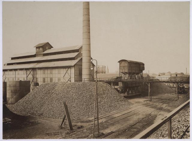 025167 - Cokesterrein van de gemeentelijke gasfabriek aan de Lange Nieuwstraat in 1926