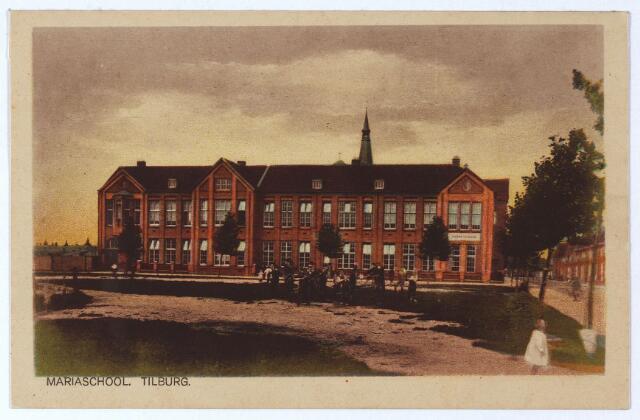 001893 - Paduaplein met klooster en Mariaschool voor meisjes van en o.l.v. van de Dochters van Liefde van de H. Vincentius a Paulo (de vliegkappen).  Achter de school de toren van de parochiekerk aan de Hoefstraat, rechts de Paduastraat, links de Bisschop van de Venstraat. Vanaf september 1974 werd het gebouw niet meer als school gebruikt. Het duurde zes jaar voordat de wensen van de buurtraad S.O.N.O. gerealiseerd werden om in het gebouw een buurthuis te huisvesten. Het gebouw ging wel officieus plaats bieden aan kleuterspeelzaal 'De Brabbelaar', jeugdharmonie Orpheus, de kabouters, welpen enz. Op 24 oktober 1980 werd het gebouw officieel geopend door wethouder mevrouw Van Puijenbroek, als wijkcentrum Groeseind/Hoefstraat. De exploitatie van het gebouw kwam in handen van de Stichting Buurt- en Wijkcentra Tilburg (S.B.W.T.).