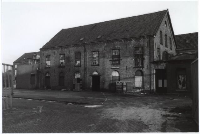 023129 - Textiel. Gebouwen van de voormalige textielfabriek L. E. van den Bergh kort voor de definieve sloop van het complex