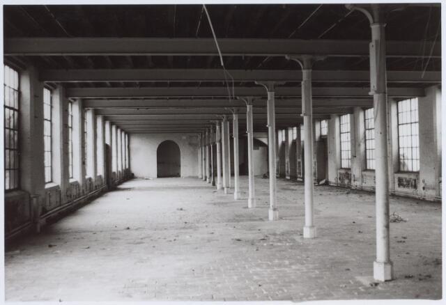 026330 - Interieur van de leegstaande fabriek van Lemcotex aan de Mariastraat
