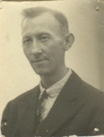 604429 - Tweede Wereldoorlog. Oorlogsslachtoffers. Cornelis Franciscus van der Klundert; werd geboren op 28 juni 1898 in Tilburg en overleed op 23 juni 1945 in Berlijn.  Het is niet bekend waaraan Van der Klundert overleden is.
