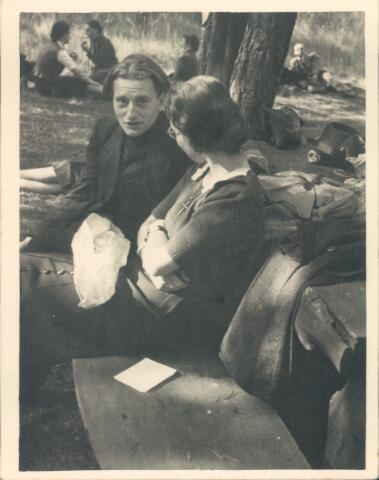 650748 - WO2 ; WOII ; Brabants Studenten Gilde. Onze Lieve Vrouw van de Goede Duik, kapel.  De naam, de Goede Duik, werd in het leven geroepen door studenten die in de tweede wereldoorlog ondergedoken zaten in de bossen rond Tilburg. In verband met de veiligheid werd er gesproken over 'duik' in plaats van 'onderduik'.