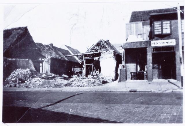 049831 - WOII; WO2; Bombardement in mei 1940, waarbij café Dusée aan de Laarstraat getroffen werd.