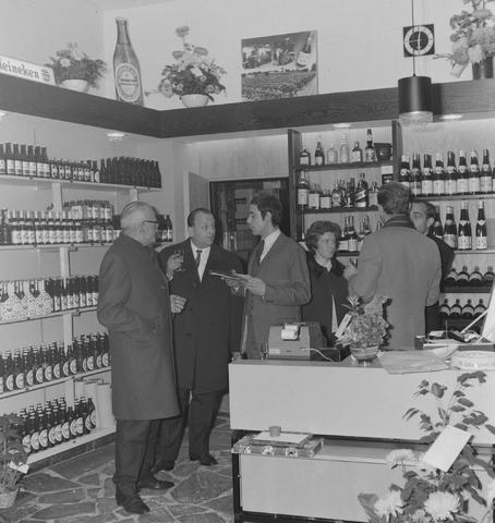 1237_013_001_005 - Wijn . Wijnhandel. Opening Wijnhandel van Bilsen 1968. Filiaal Korvelseweg. Slijterij