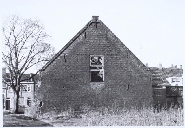 020505 - Zijgevel van een boerderij aan de Hasseltstraat, na een grondige restauratie in 1974 in gebruik genomen als wijkcentrum Kasteelhoeve