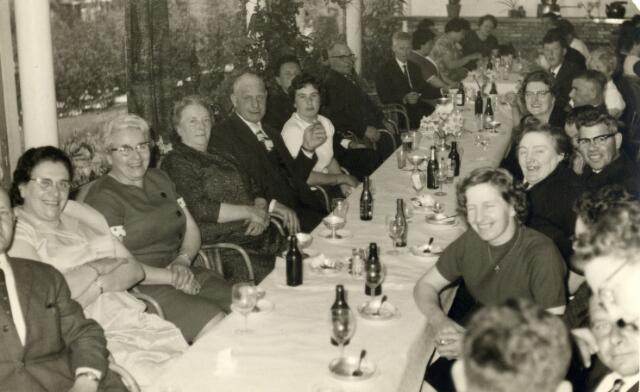 093048 - Viering van het 25-jarig bestaan van de R.K. Bond van Melkhandelaren St. Martinus afdeling Tilburg.