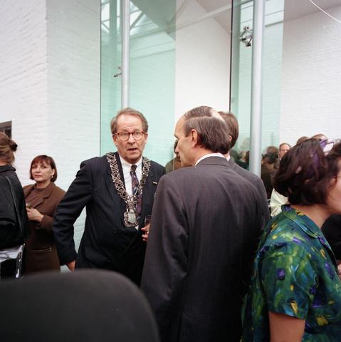 D18_2-cc38-007 - Opening museum De Pont, Tilburg. Burgemeester Brokx en CdK Houben.