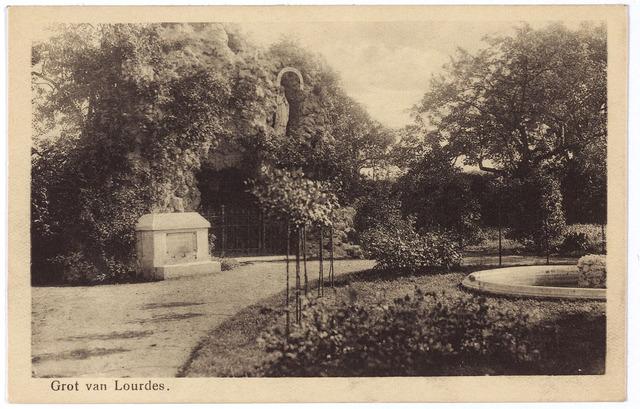 1760_1 - Tuin met Lourdesgrot van het moederhuis van de zusters van liefde van O.L.V. Moeder van Barmhartigheid aan de Oude Dijk.