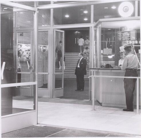 020919 - Loket van het Midi-theater aan de Heuvel, kort na de opening in februari 1959